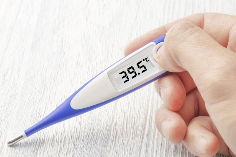 Torrevieja supermarket takes the temperature of customers as Covid-19 precaution
