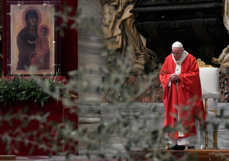30 reported for breaking lockdown at Palm Sunday Mass in Murcia