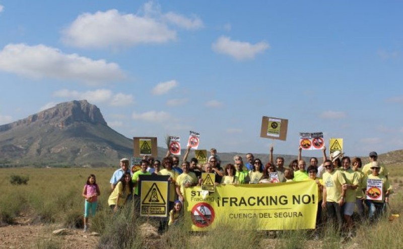 <span style='color:#780948'>ARCHIVED</span> - Spanish government plans to ban fracking
