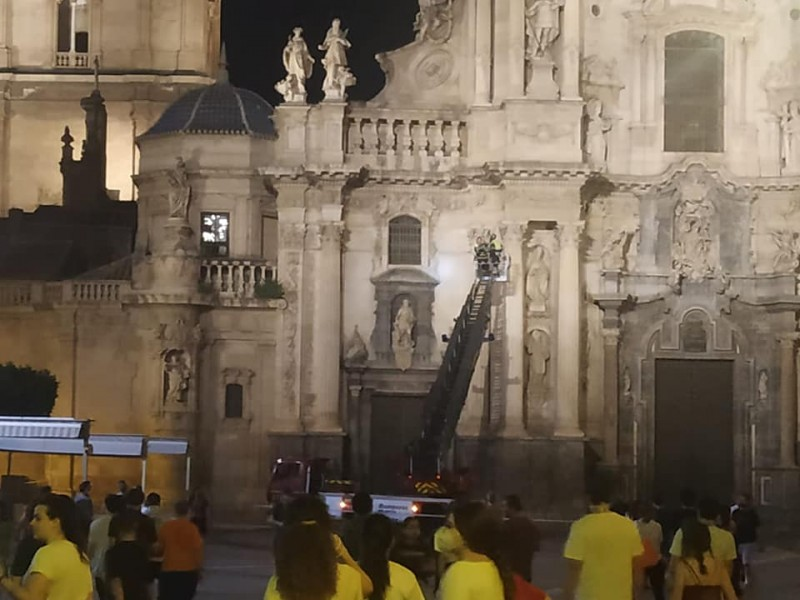 <span style='color:#780948'>ARCHIVED</span> - Murcia Cathedral cordoned off as loose masonry falls from the facade