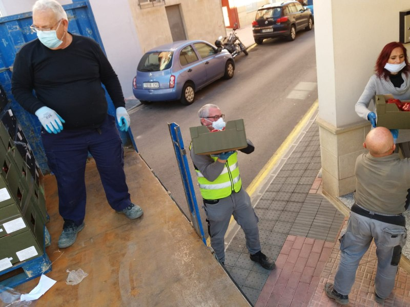 <span style='color:#780948'>ARCHIVED</span> - Alhama volunteers continue to offer help to needy families
