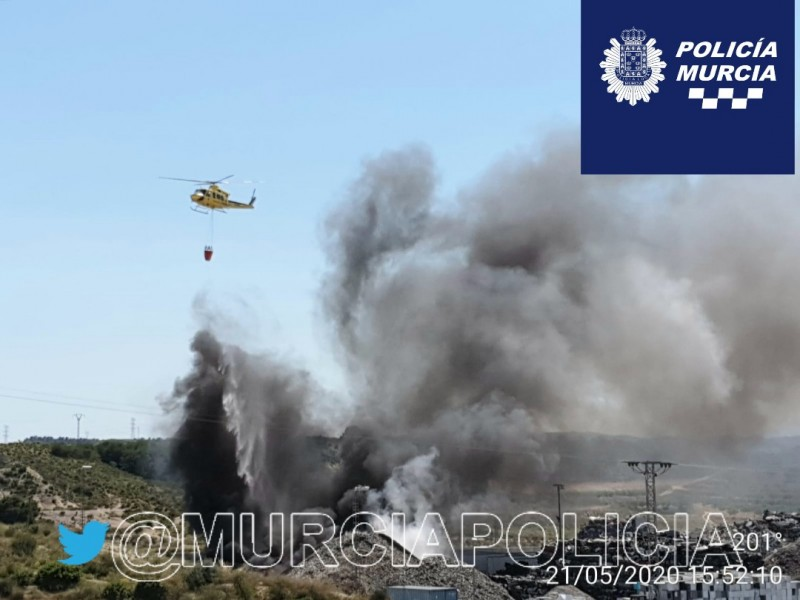 <span style='color:#780948'>ARCHIVED</span> - Helicopters join fight against fire at Murcian waste treatment plant
