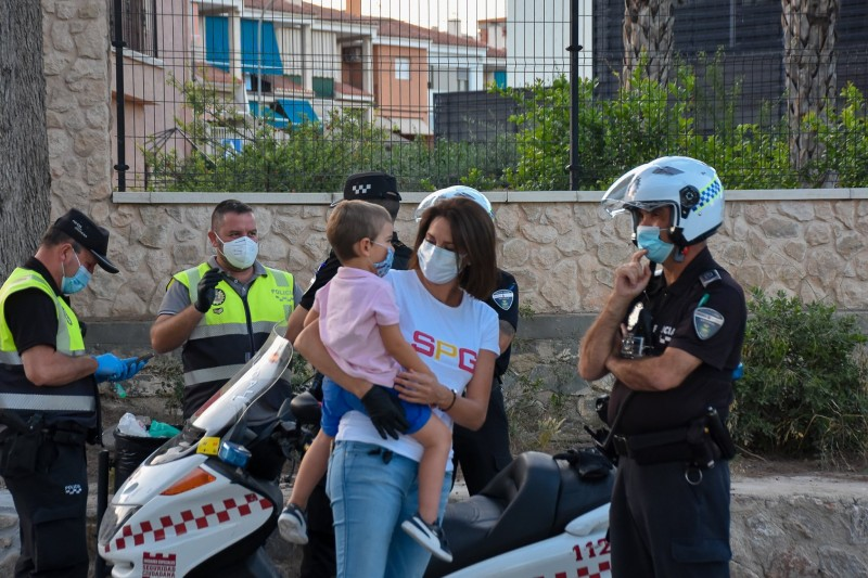 <span style='color:#780948'>ARCHIVED</span> - Archena joins major Spanish cities issuing fines for throwing gloves and masks on the floor