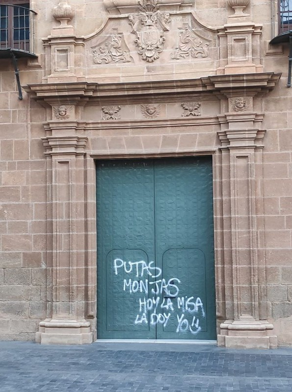 <span style='color:#780948'>ARCHIVED</span> - Two detained for defacing Alhama de Murcia church with graffiti