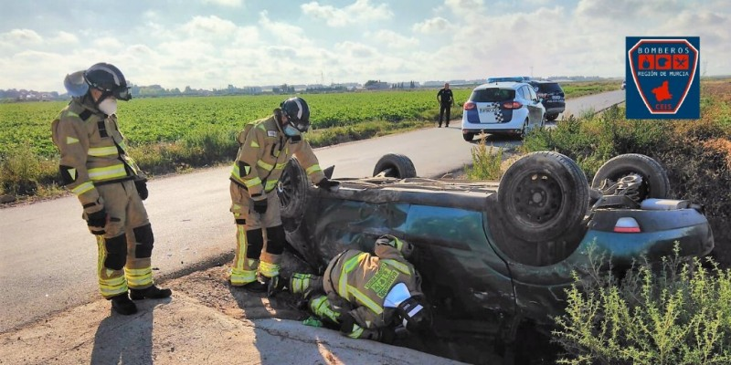 <span style='color:#780948'>ARCHIVED</span> - Two cut out of overturned vehicle in Torre Pacheco