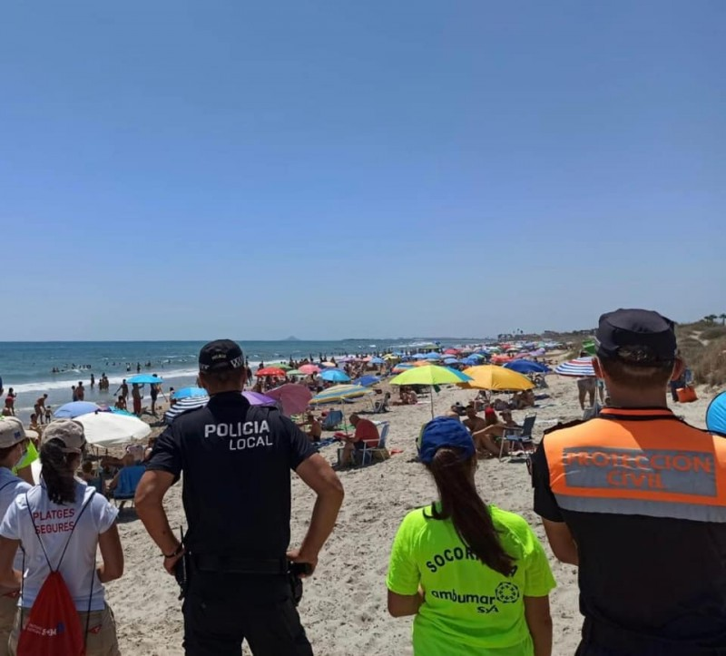 <span style='color:#780948'>ARCHIVED</span> - Police forced to close beach as social distancing was impossible