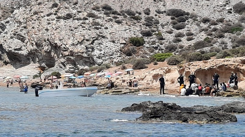Dozens of irregular migrants reach the Murcian coast in small boats