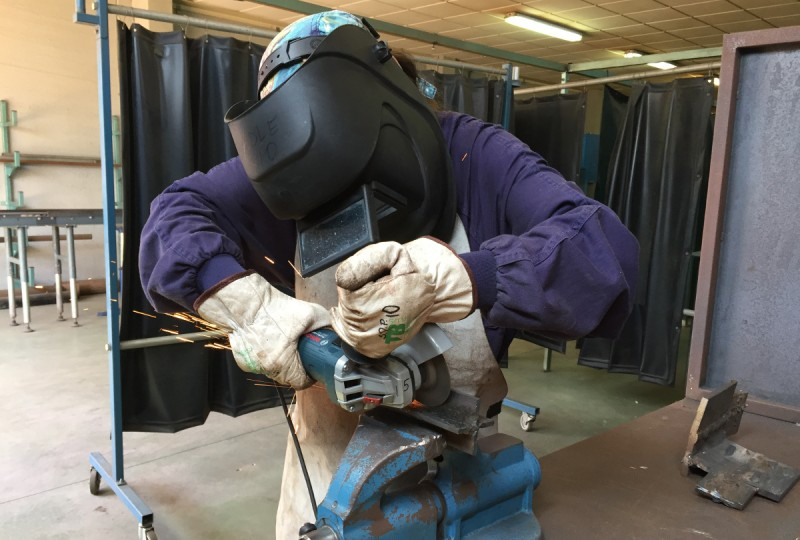 <span style='color:#780948'>ARCHIVED</span> - Training programme for unemployed focuses on welding and installation of solar panels