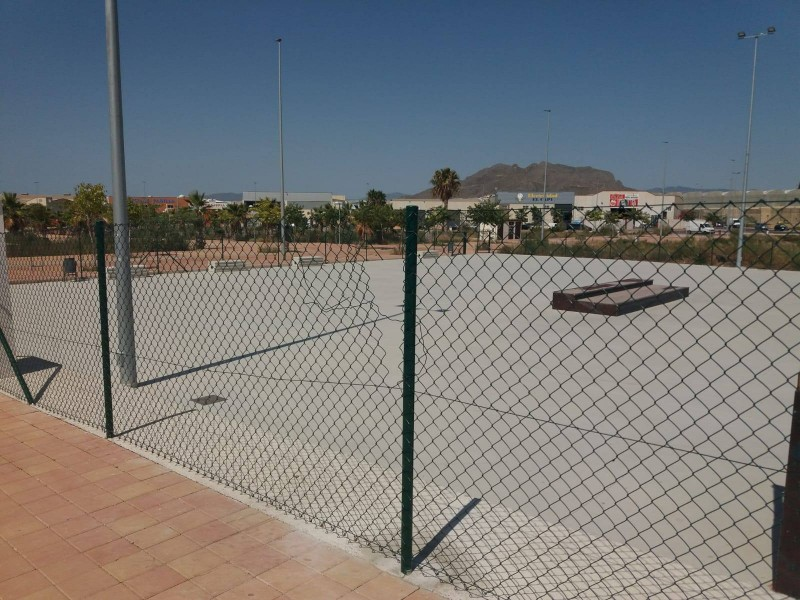 <span style='color:#780948'>ARCHIVED</span> - It only took vandals 24 hours to destroy new fence around Mazarrón skatepark