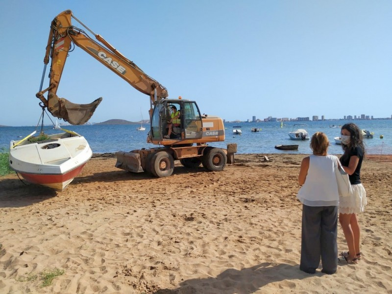 <span style='color:#780948'>ARCHIVED</span> - 18 abandoned boats removed from Caravanning La Manga beach