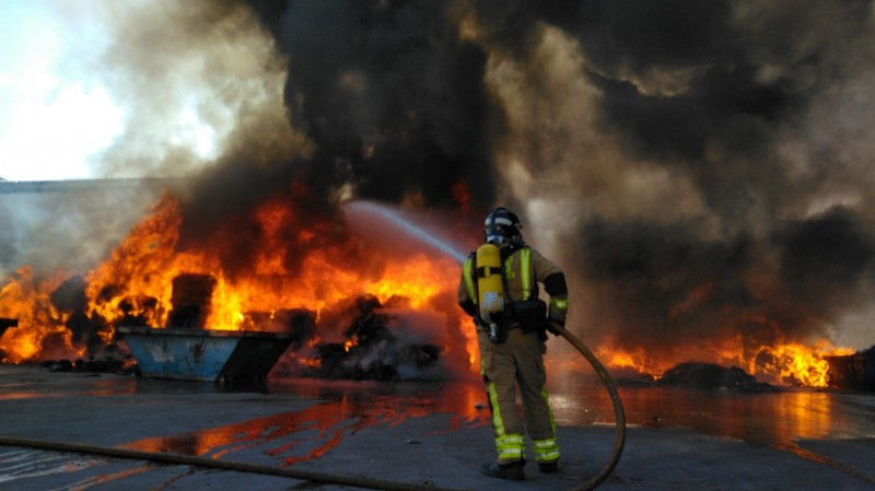 <span style='color:#780948'>ARCHIVED</span> - Fire at re-cycling plant in Jumilla controlled