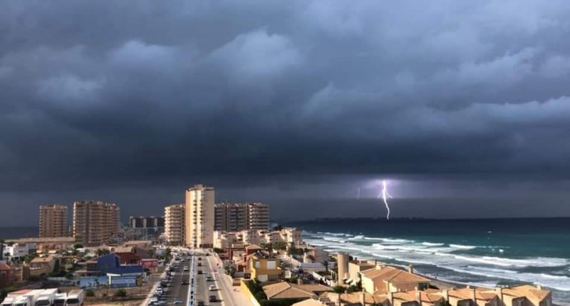 <span style='color:#780948'>ARCHIVED</span> - Puente del Estacio was hit by lightning during the storm on Saturday