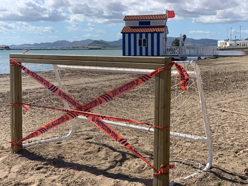 <span style='color:#780948'>ARCHIVED</span> - Los Alcázares closes off parks and exercise areas to limit the spread of covid