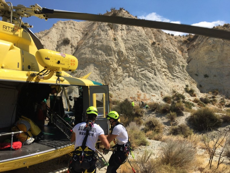 <span style='color:#780948'>ARCHIVED</span> - Albudeite man rescued by helicopter after trying to save a dog