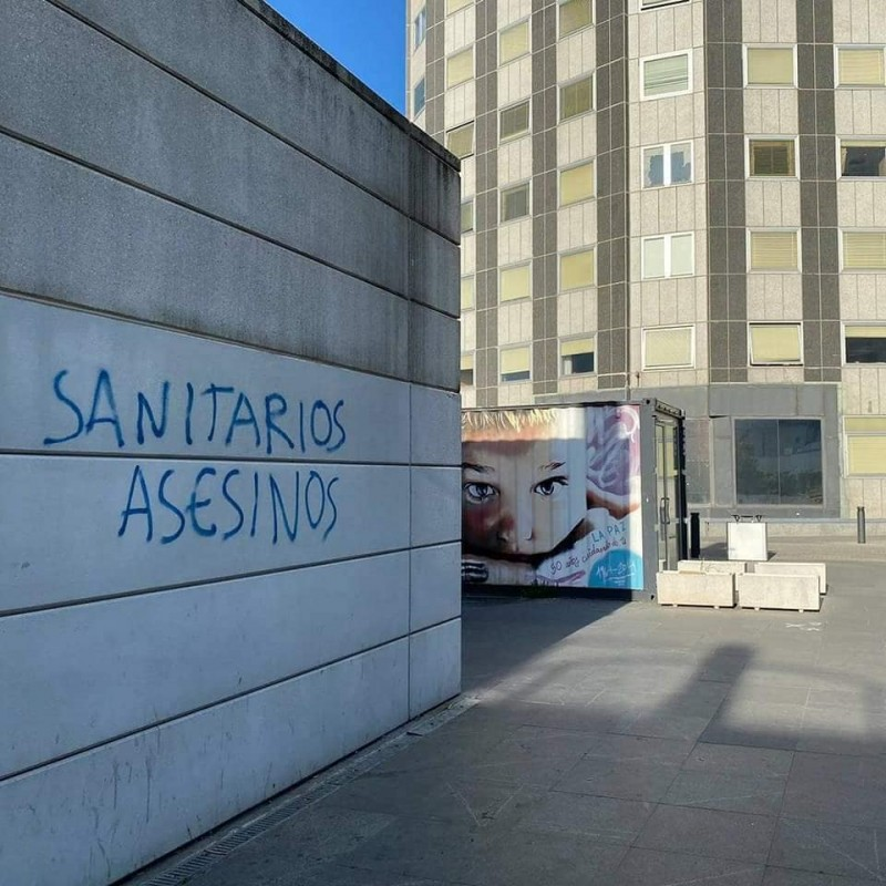 Medics shocked by aggressive graffiti on Madrid hospital attacking the medical profession