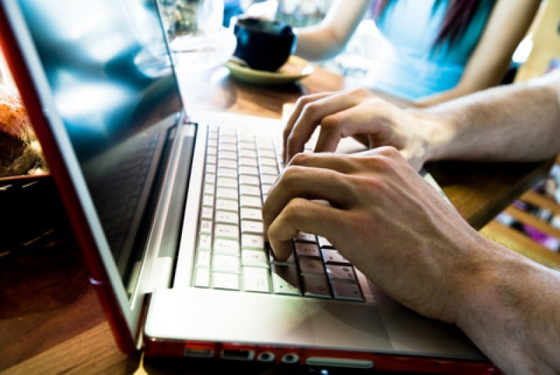 <span style='color:#780948'>ARCHIVED</span> -  Spanish government passes law establishing basis for remote working or working from home