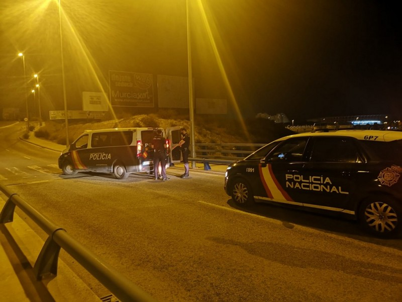 <span style='color:#780948'>ARCHIVED</span> - Police avert suicide from bridge over main Murcia autovia