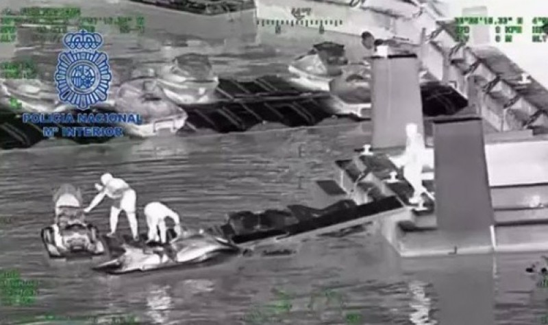 <span style='color:#780948'>ARCHIVED</span> - Marbella drug traffickers jet-ski hashish onto beaches in full view of sunbathers