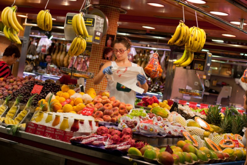 <span style='color:#780948'>ARCHIVED</span> - Three out of four Spaniards are buying more in local shops than a year ago