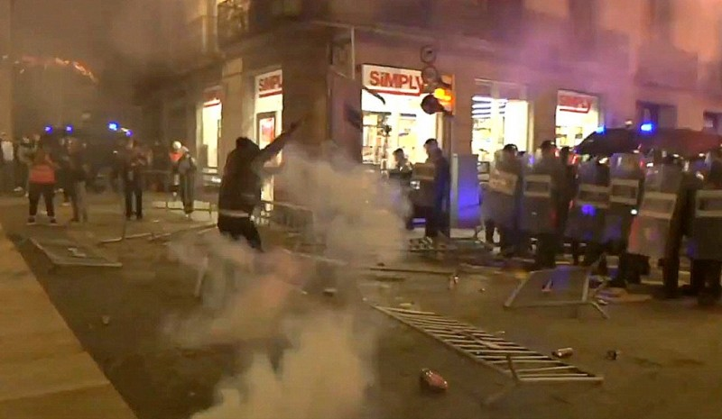 <span style='color:#780948'>ARCHIVED</span> - Serious riots in Barcelona, Burgos and Santander against Covid restrictions