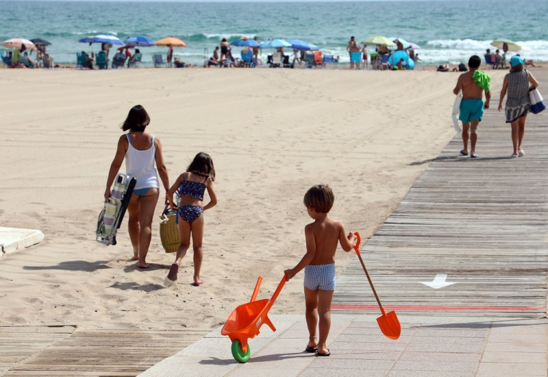 <span style='color:#780948'>ARCHIVED</span> - No Spanish holidays for English residents from Thursday