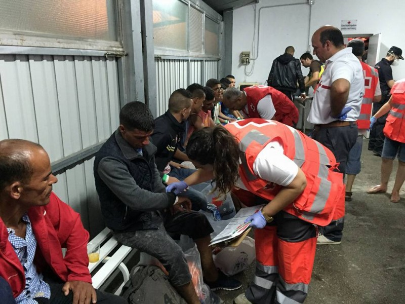 <span style='color:#780948'>ARCHIVED</span> - Canary Island resources overwhelmed as more than 2,000 irregular migrants arrive over the weekend