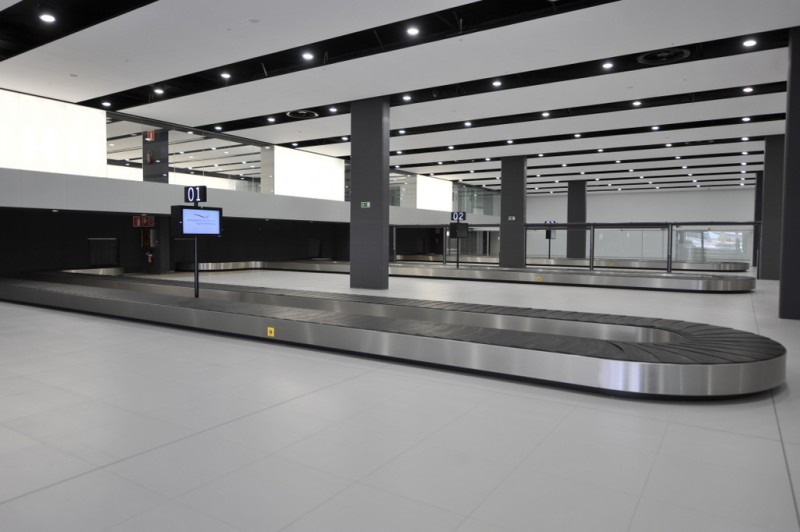 <span style='color:#780948'>ARCHIVED</span> - Corvera airport deserted; in October the airport lost 9 out of 10 passengers