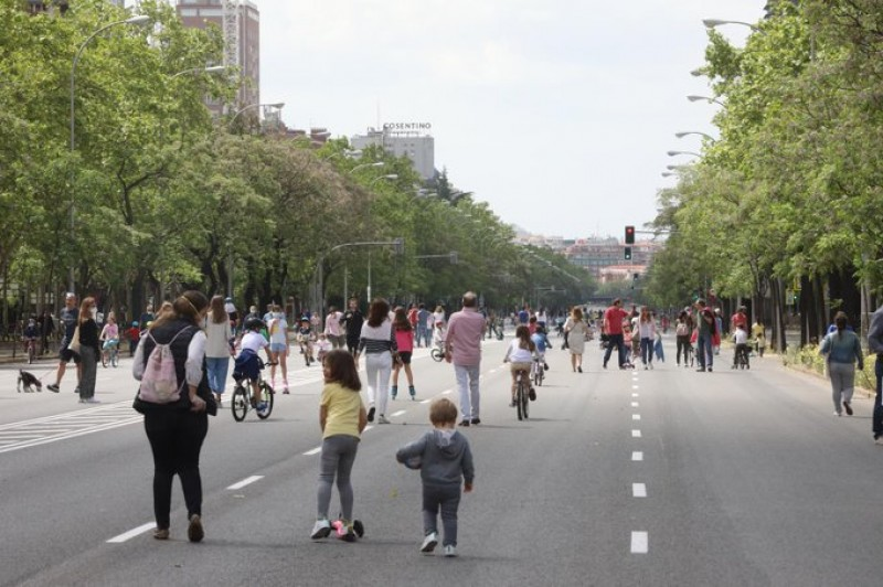 <span style='color:#780948'>ARCHIVED</span> - Madrid adjusts restrictions as covid situation improves a little