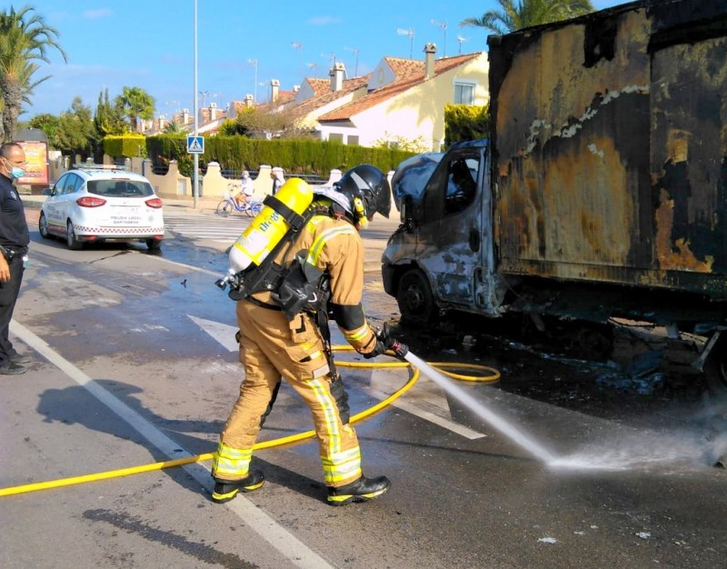 <span style='color:#780948'>ARCHIVED</span> - Delivery truck on fire in Cabo de Palos rapidly extinguished