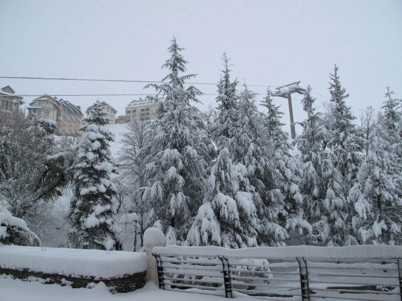 <span style='color:#780948'>ARCHIVED</span> - Heavy snow in the Sierra Nevada but will ski resorts in Spain open this year?