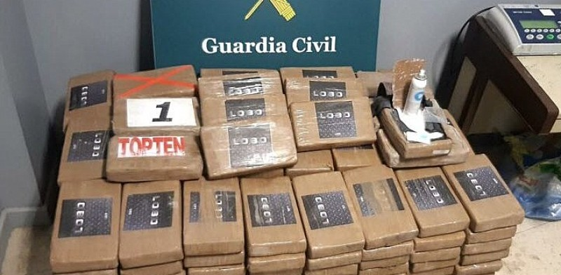 <span style='color:#780948'>ARCHIVED</span> - Ten million euros worth of cocaine found inside container of bananas in Algeciras port