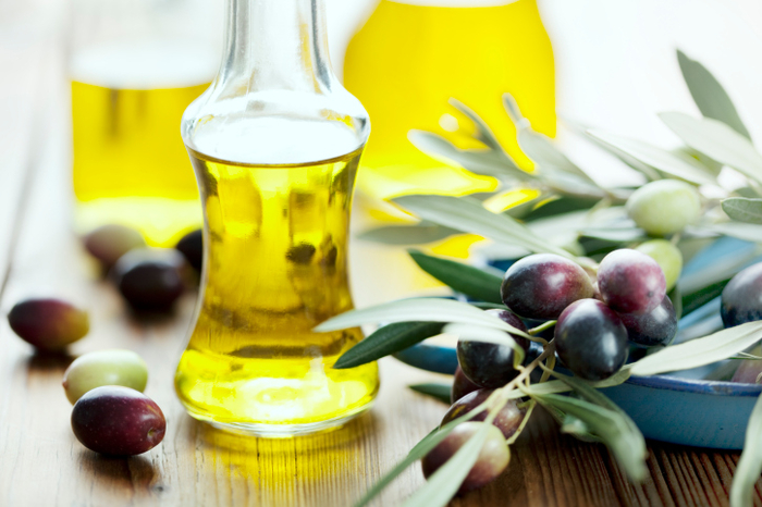 <span style='color:#780948'>ARCHIVED</span> - Refillable olive oil bottles banned in restaurants from 1st March