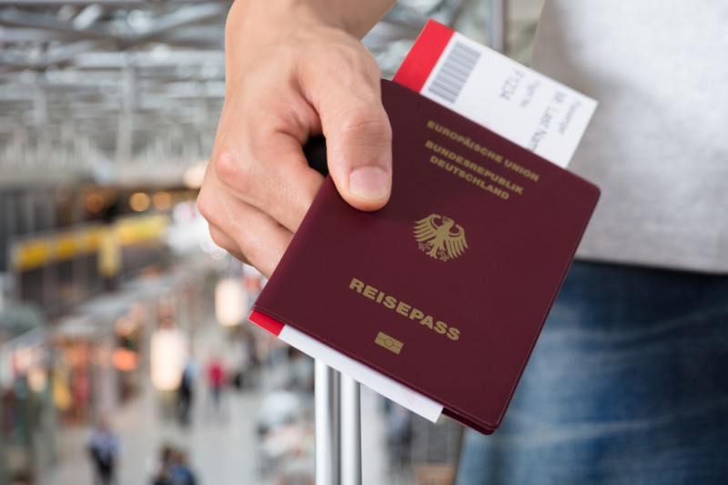 <span style='color:#780948'>ARCHIVED</span> - Germans rush to book flights to Spain over Easter as travel ban is lifted