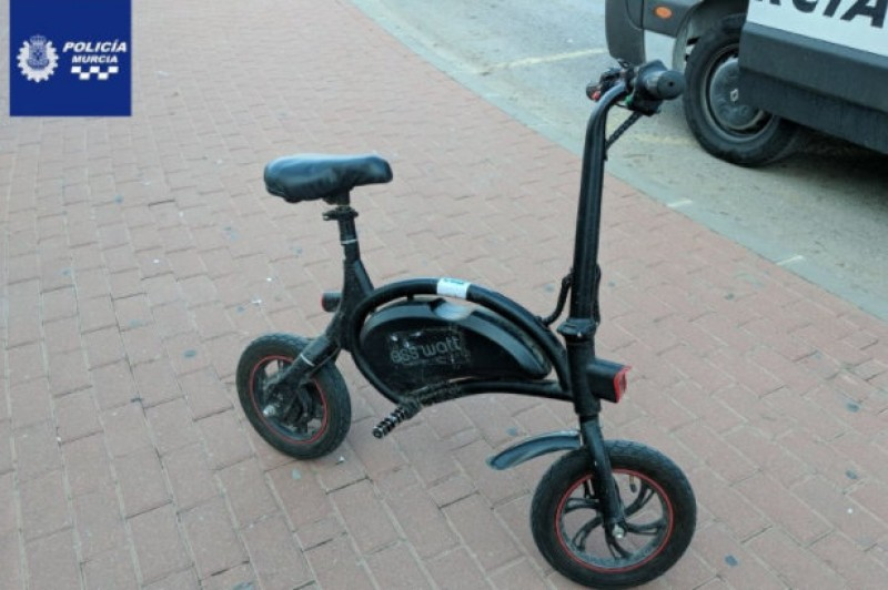 Murcia electric scooter rider fined after riding on the pavement and without helmet or registration plates