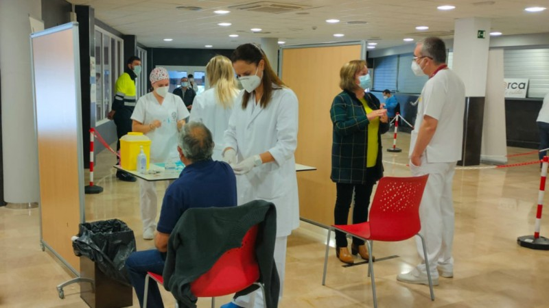 Almost all over-70s in Murcia have received their first Covid vaccine jab