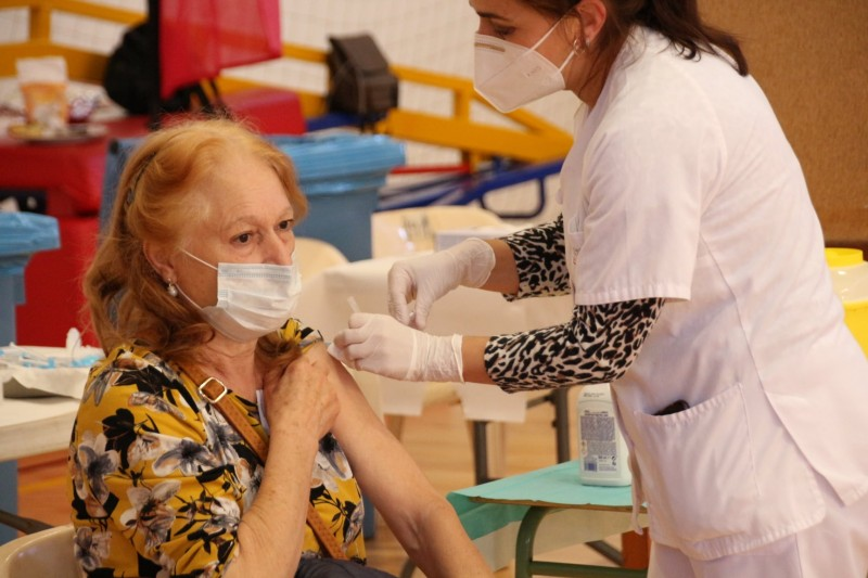 More than a quarter of Spanish residents have received at least one dose of Covid vaccine