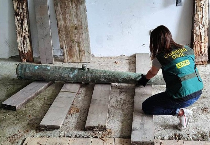 <span style='color:#780948'>ARCHIVED</span> - Guardia Civil recover 16th century cannon from Spanish Armada looted by fishermen