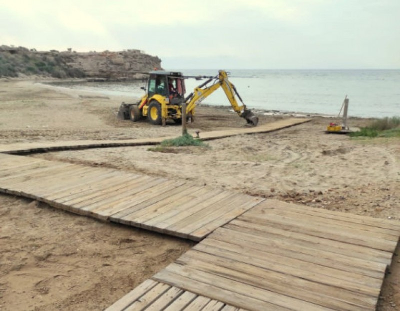 New beach walkways and foot washers at Águilas beaches
