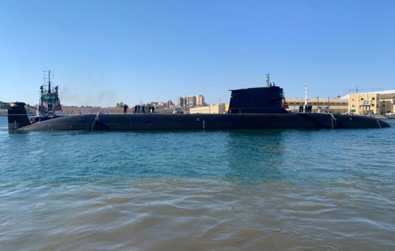 <span style='color:#780948'>ARCHIVED</span> - VIDEO New Spanish S-81 submarine reaches water at last in Cartagena