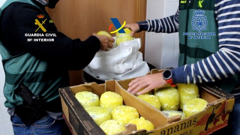 <span style='color:#780948'>ARCHIVED</span> - Police find 16 kilos of cocaine hidden amongst pineapples at Algeciras port