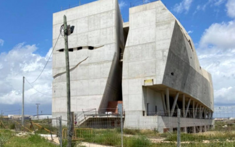 Torre Pacheco seeks solution for half built palaeontology museum