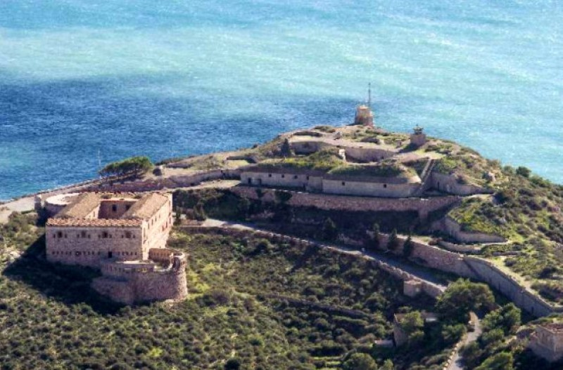 <span style='color:#780948'>ARCHIVED</span> - Historic Cartagena gun batteries for sale to private investors!