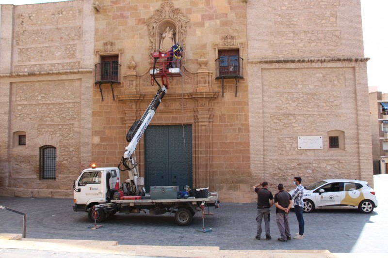 <span style='color:#780948'>ARCHIVED</span> - Alhama church combats pooing pigeons with fabric meshing