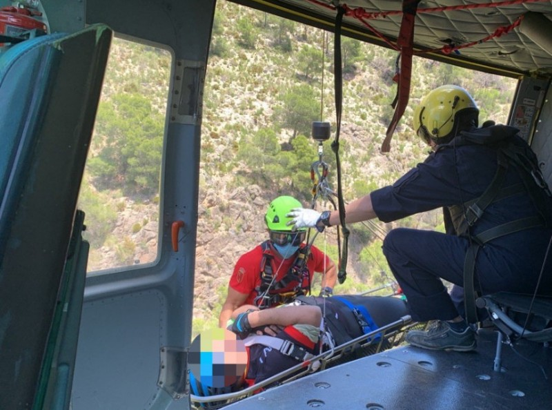 <span style='color:#780948'>ARCHIVED</span> - Injured cyclist helicoptered to safety from the mountains of Sierra Espuña