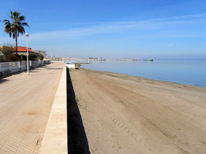 <span style='color:#780948'>ARCHIVED</span> - Residents of Los Nietos demand seafront promenade repairs