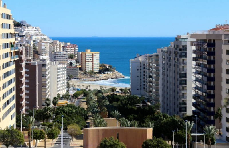 <span style='color:#780948'>ARCHIVED</span> - Free parking zones for Benidorm residents