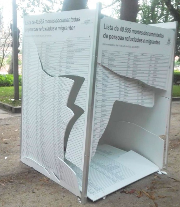 <span style='color:#780948'>ARCHIVED</span> - World Refugee Day exhibition panels smashed in Santiago de Compostela