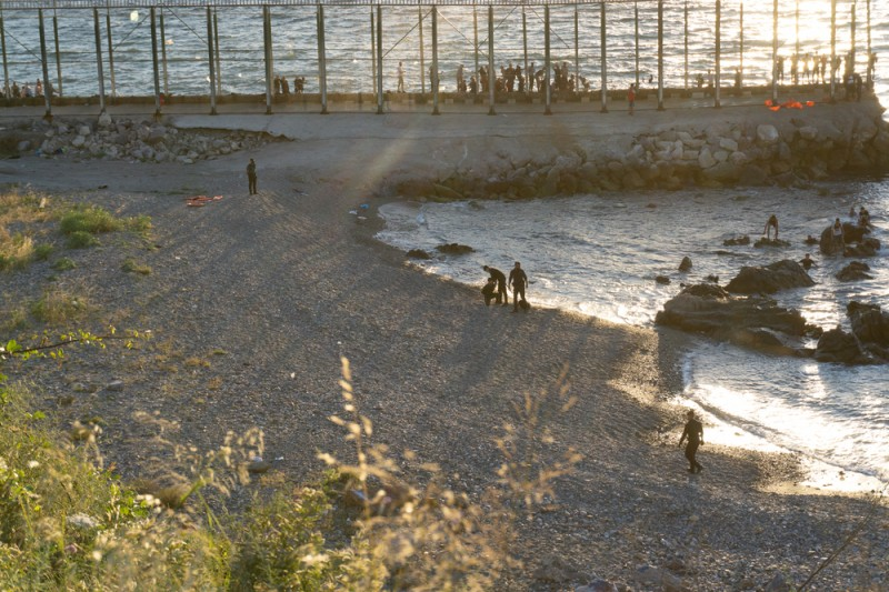 <span style='color:#780948'>ARCHIVED</span> - Ceuta will adapt breakwater to make it harder for illegal migrants to cross onto Spanish soil