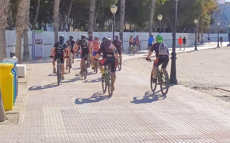 <span style='color:#780948'>ARCHIVED</span> - Los Alcázares police warn that bicycles are not to be used on the paseo