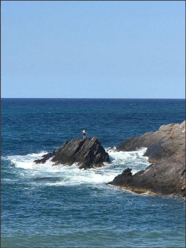 Helicopter forced to rescue man trapped on a rock in Cabo de Palos